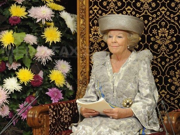 regina-olandei-cedeaza-tronul_dupa33deAniDeDomnie